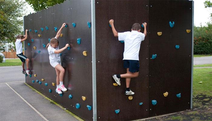 untungnya menggunakan modifikasi kontainer bekas playground anak